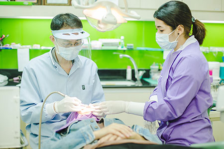 ทันตแพทย์จัดฟันที่-WeDent-Clinic